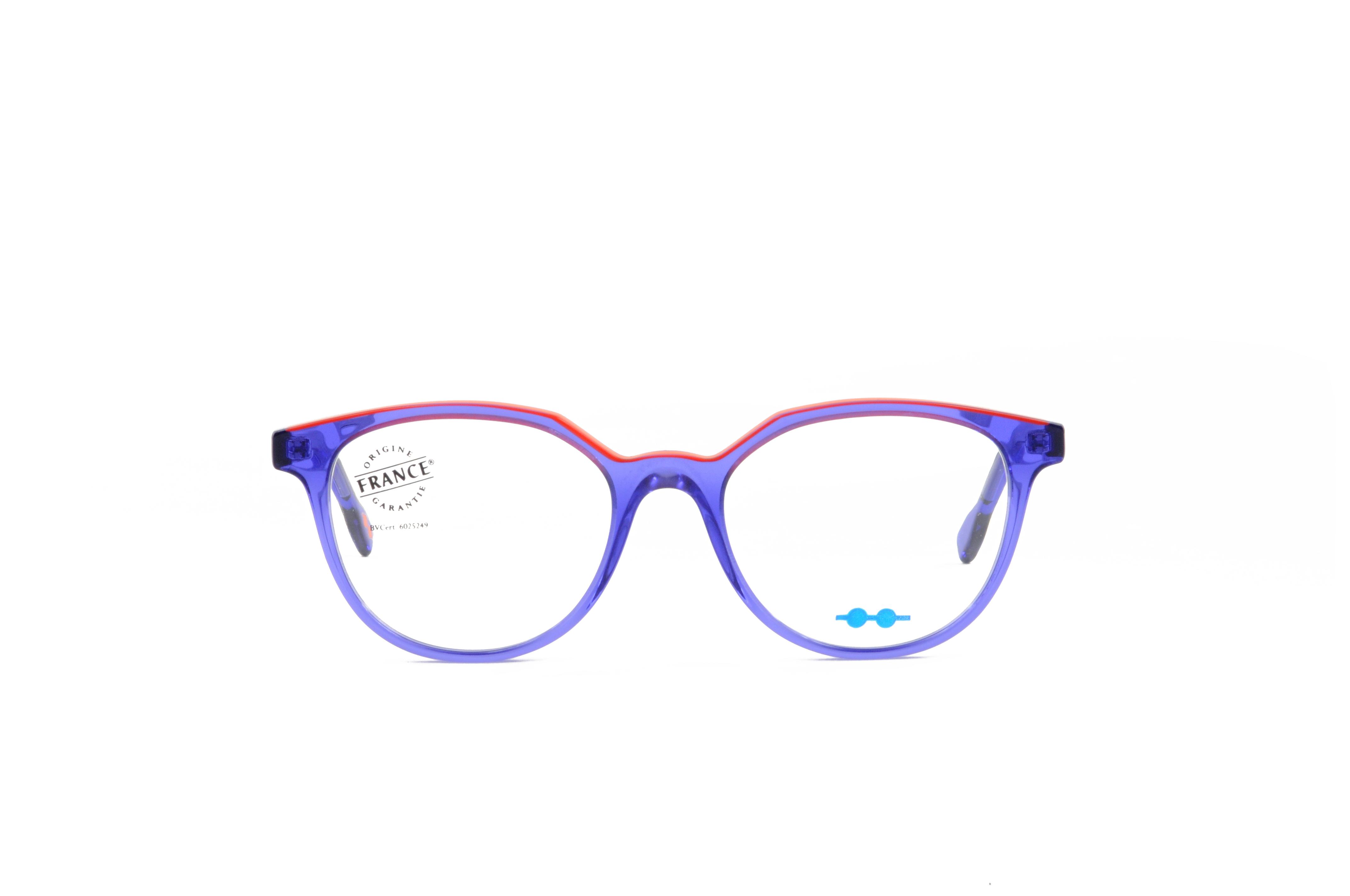 ... du fabricant   posséder pas moins de 5 collections, afin de proposer  des modèles allant du rétro masculin, au chic féminin, en passant par les  lunettes ... e603fa991f89