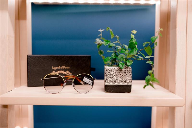 étagère de lunettes écologiques pour opticien sur rendez-vous lunettes au Logis orléans